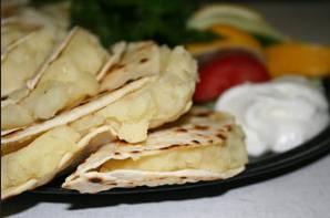 Кыстыбый (лепешки из пресного теста с картофельной начинкой)